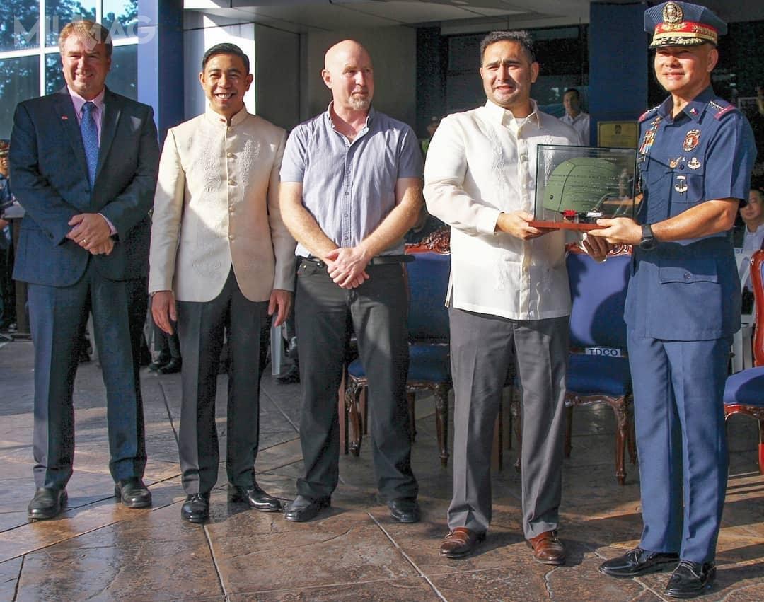 Ceremonia przekazania pamiątkowego hełmu odbyła się 1października wgłównej siedzibie filipińskiej policji Narodowej wQuezon City. /Zdjęcia: 3M