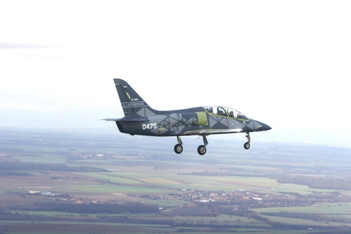 Prototyp wzbił się wpowietrze 22 grudnia ogodz.10.38 zlotniska przyzakładowego wmiejscowości Vodochody, wykonując 26-minutowy lot testowy