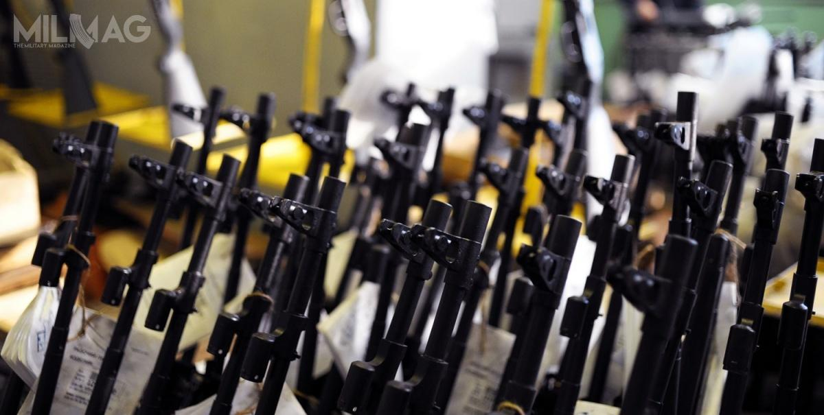 W 2017 Koncern Kałasznikowa sprzedał zagranicę ponad 100 tys. karabinków AK wróżnych odmianach. Umowa podpisana wlutym 2018 zTajlandią zakłada dostawy kilkunastu-kilkudziesięciu tysięcy kałasznikowów / Zdjęcie: Rosoboroneksport
