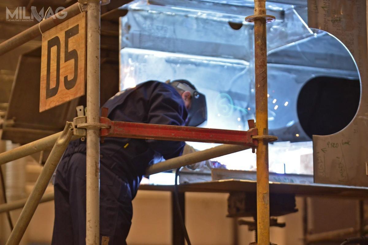 Cięcie blach podokręt odbyło się 18 września. Planowana data ukończenia to2020. Okręty tego typu przeznaczone są doposzukiwania izwalczania minmorskich nawodach polskiej strefy ekonomicznej orazwgrupach taktycznych naMorzu Bałtyckim iPółnocnym.