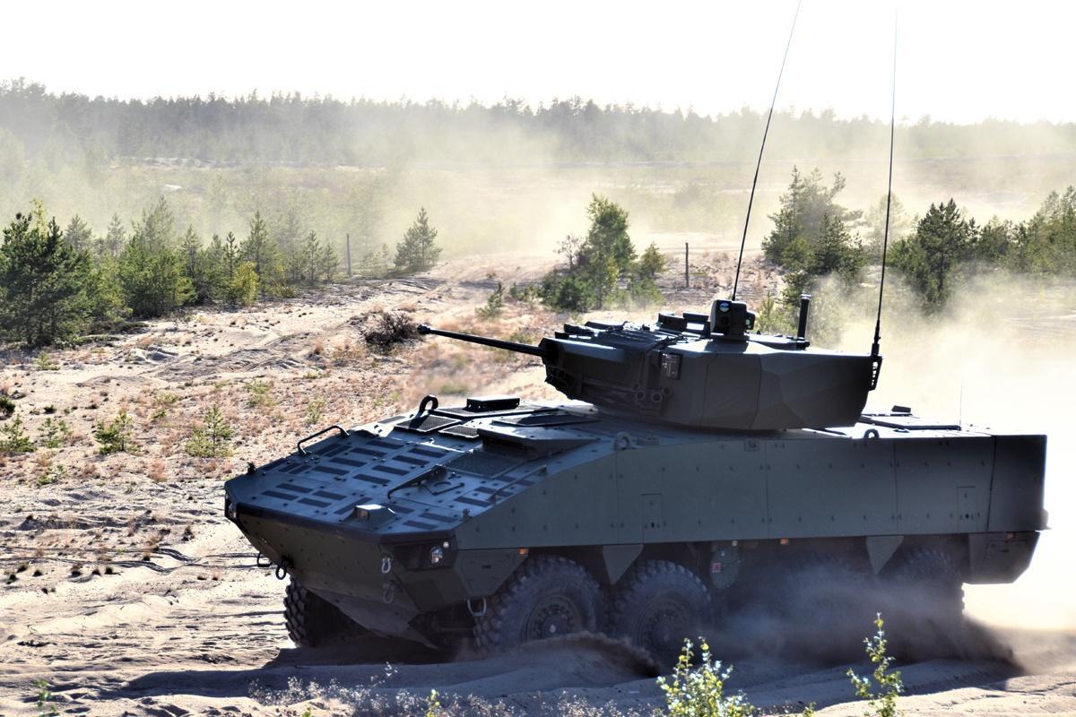 Patria AMV XP zzałogową wieżą  Elbit Systems MT30MK2, uzbrojoną w30-mm armatę automatyczną ATK MK44 ABM, 7,62-mm karabin maszynowy ipodwójną wyrzutnię ppk Spike / Zdjęcie: Patria