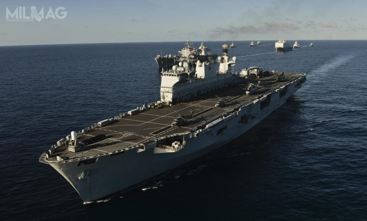 HMS Ocean (L12) brał udział m.in.wmiędzynarodowych ćwiczeniach NATO Trident Juncture 2015 wbasenie Morza Śródziemnego, trwających od21 października do6listopada 2015. Okręt ma 203,43 m długości, 34,1 m szerokości, 6,6 m zanurzenia i21 687 t pełnej wyporności. Postopniowym wycofywaniu lekkich lotniskowców typu Invincible, śmigłowcowiec przejął w2015 miano okrętu flagowego Royal Navy / Zdjęcie: Allied Joint Force Command Brunssum