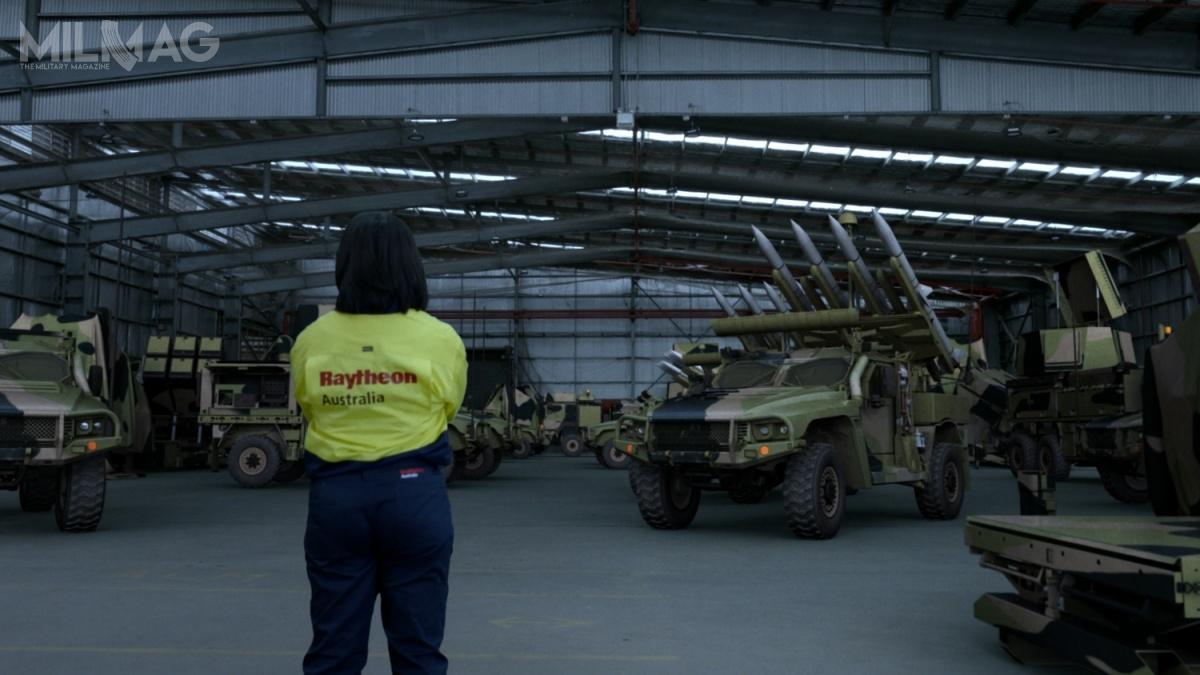 Pociski przeciwlotnicze AIM-120-C7 AMRAAM, radary CEATAC igłowice optoelektroniczne MSP500 zostaną zintegrowane zpodwoziami Hawkei PMV-L, natomiast stanowiska dowodzenia FDC/BCV zpojazdami Bushmaster PMV / Zdjęcie: Raytheon Australia