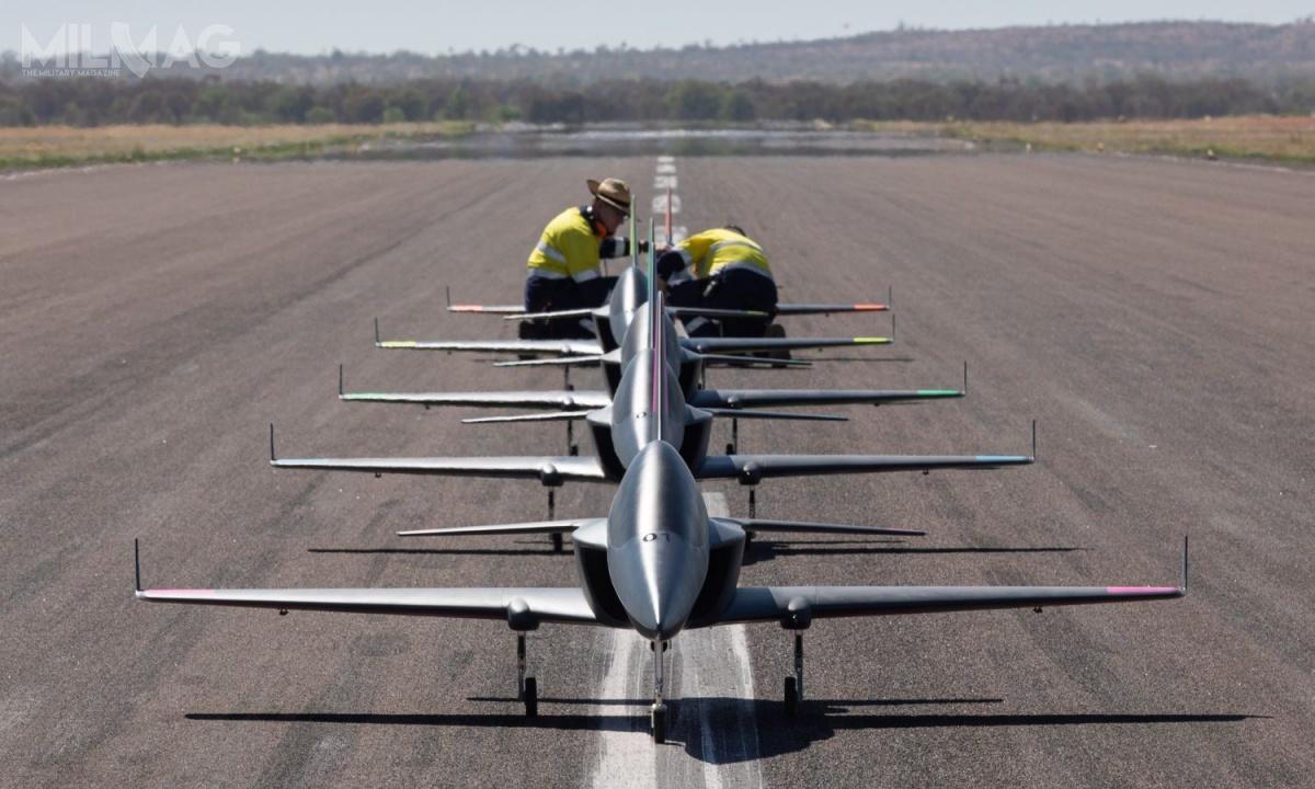 W czasie prób wykorzystano pięć bezzałogowców odługości 3,4 m, wyposażonych wniewielkie silniki odrzutowe