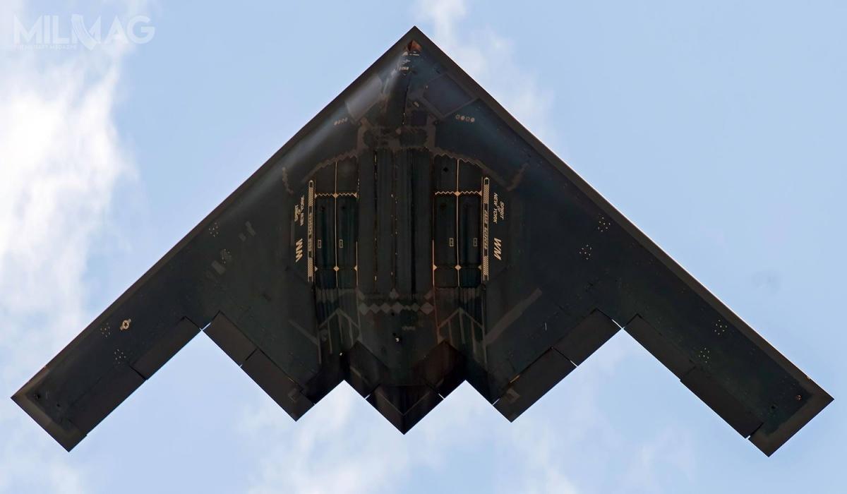 Siły Powietrzne Stanów Zjednoczonych dysponują flotą 19 bombowców strategicznych B-2A Spirit oobniżonej sygnaturze radarowej, zktórychokoło połowa pozostaje wciągłej gotowości operacyjnej. /Zdjęcie: Whiteman Air Force Base
