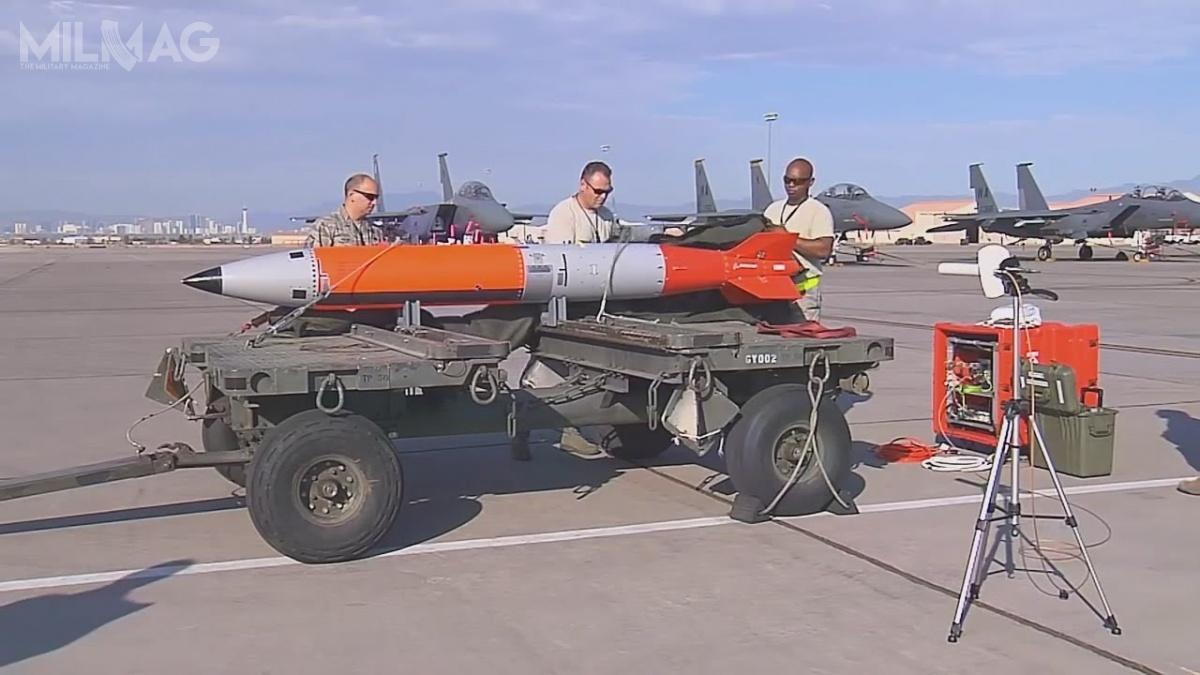 Kierowane bomby nuklearne B61-12 będą przenoszone przezbombowce B-2A, B-52H, B-21 orazsamoloty wielozadaniowe F-15E, F-16C/D iF/A-18E/F, Panavia Tornado iF-35. /Zdjęcie: USAF