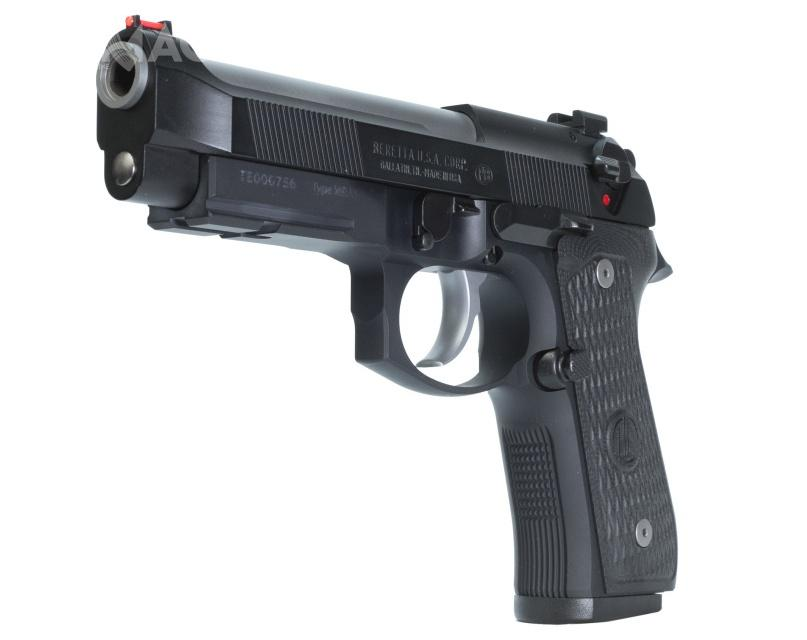 Bezpiecznik nastawny zastąpiono bezstrzałowym zwalniaczem kurka pozbawionym możliwości zabezpieczenia pistoletu - wychodząc naprzeciw wymaganiom rynku cywilnego.