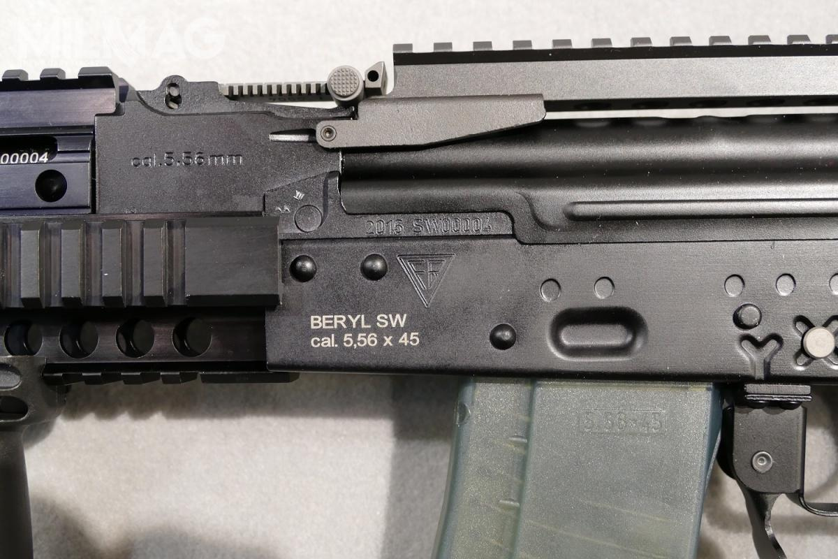 The only noticeable, outside difference between the military wz. 96C assault rifle and Prison Service-destined semi-automatic Beryl SW rifle, is the lack of distinctive fire-selector switch, located on the left side of the rifle / Photos: Remigiusz Wilk