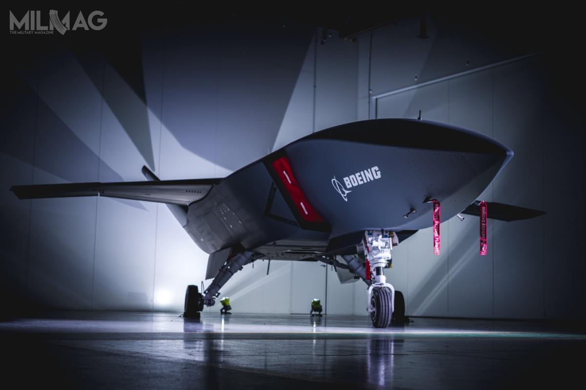 W przedniej części kadłuba bsl umieszczono modułową komorę ładunkową odługości 2,59 m (8,5 stopy) ipojemności ponad 147,5 tys. cm sześc. (ponad 9000 cali sześc.), którabędzie łatwo demontowalna. Celem Boeinga jest zbudowanie ekonomicznego tzw. lojalnego skrzydłowego, którykosztowałby ok. 2mln USD (8,4 mln zł) / Zdjęcie: Boeing Australia