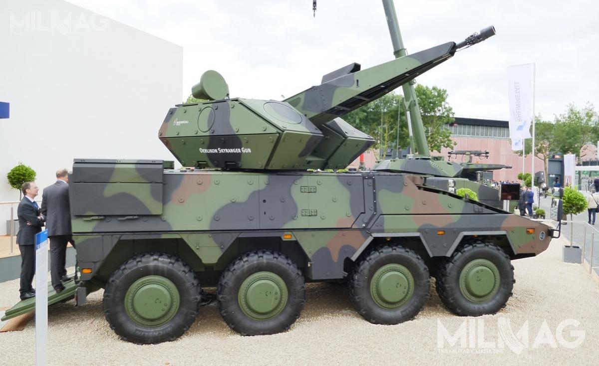 Moduł wieżowy Oerlikon Skyranger został posadowiony nakołowym transporterem opancerzonym GTK Boxer 8x8, produkowanym przezkonsorcjum ARDEC