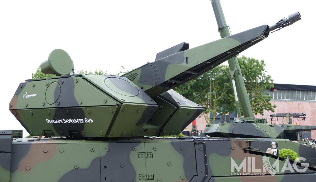 Oerlikon Skyranger jest uzbrojony w35-mm armatę automatyczną  Oerlikon Revolver Gun Mk.3. Zawykrywanie celów odpowiada radar 2D/3D pracujący wpaśmie X igłowica elektrooptyczna Skymaster.  / Zdjęcia: Remigiusz Wilk
