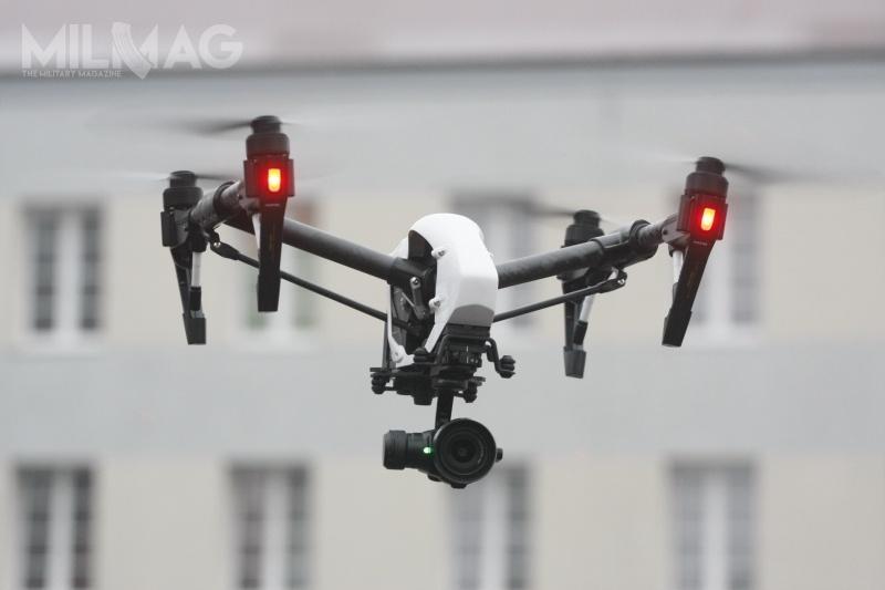 Bezzałogowiec pionowego startu DJI Quadrocopter Inspire 1PRO używany od2016 przezBiuro Operacji Antyterrorystycznych (BOA) KGP