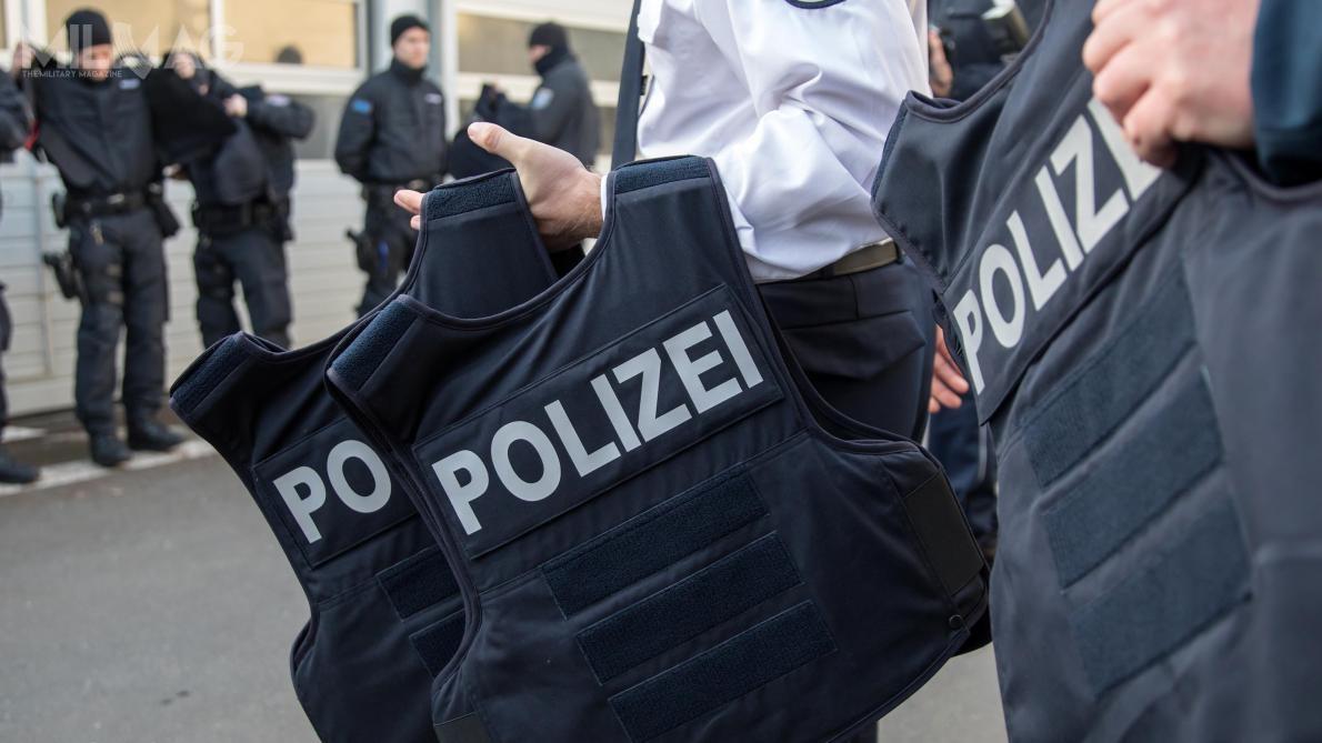 Niemiecka Policja Federalna otrzyma nawet 41 tysięcy twardych wkładów balistycznych dokamizelek kamuflowanych, wtym pierwsze 1750 do30 sierpnia 2019. /Zdjęcie: Bundespolizei