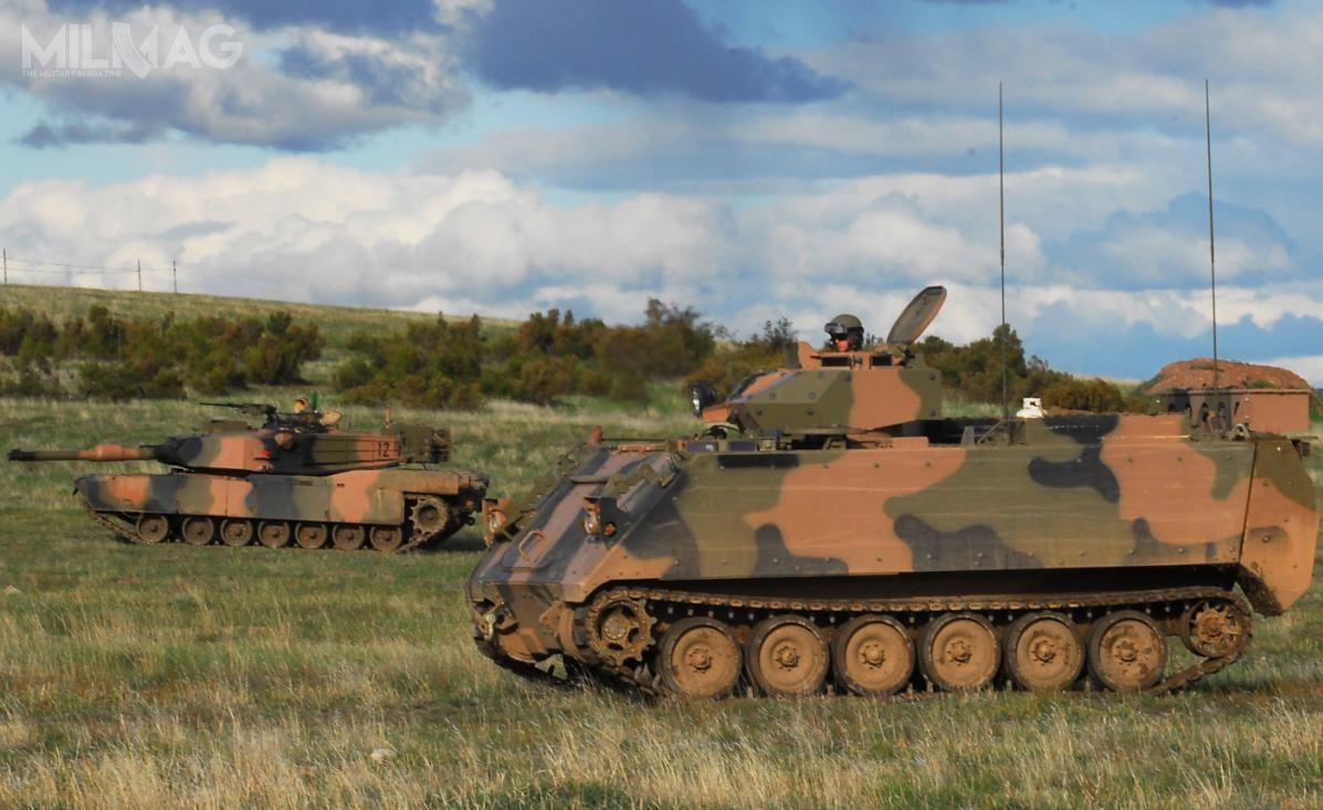 Następca M113AS4 musi charakteryzować się poziomem ochrony balistycznej iprzeciwminowej orazmobilnością podobną doczołgów podstawowych M1A1 AIM SA Abrams / Zdjęcie: Australian Army