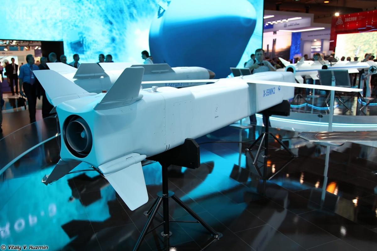 Ch-59MK2 jest napędzany silnikiem turboodrzutowym TRDD-50MT. /Zdjęcia: Witalij W. Kuźmin
