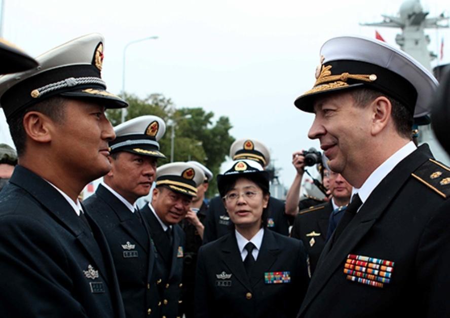 Zespołami dowodzą chiński wiceadmirał Tian Zhong orazreprezentujący Rosjan wiceadmirał  Aleksander Fedotenkow. /Zdjęcia: Ministerstwo Obrony Federacji Rosyjskiej