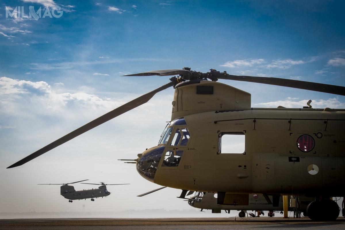 Niderlandzkie Chinooki służą przede wszystkim jako ciężkie śmigłowce wsparcia operacji specjalnych, umożliwiając szybki desant nalinie. Zostały wyposażone wsystem samoobrony CHASE (Chinook Aircraft Survivability Equipment), dodatkowe mocowania nabroń pokładową, urządzenia łączności dalekiego zasięgu isystem wykrywania obiektów wpodczerwieni dolotów wsłabej widoczności iwnocy oraznawigację GPS zradiowysokościomierzem / Zdjęcie: Boeing