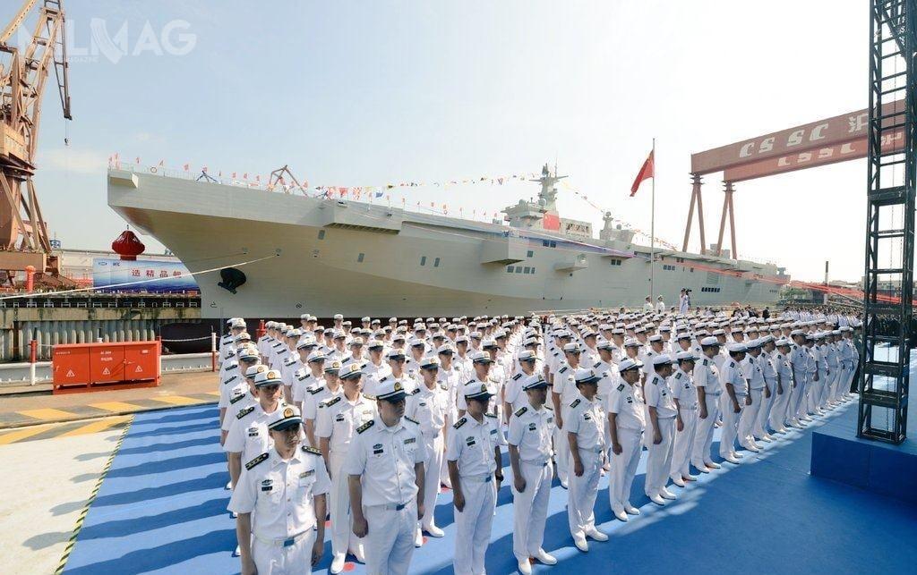 Uroczystość wodowania nienazwanej jeszcze jednostki rozpoczęła się ogodz.9.20 czasu lokalnego 25 września. Pozakończeniu części formalnej rozpoczęło się wpompowywanie wody dosuchego doku, wktórymznajduje się okręt / Zdjęcie: Hudong-Zhonghua Shipbuilding (Group)