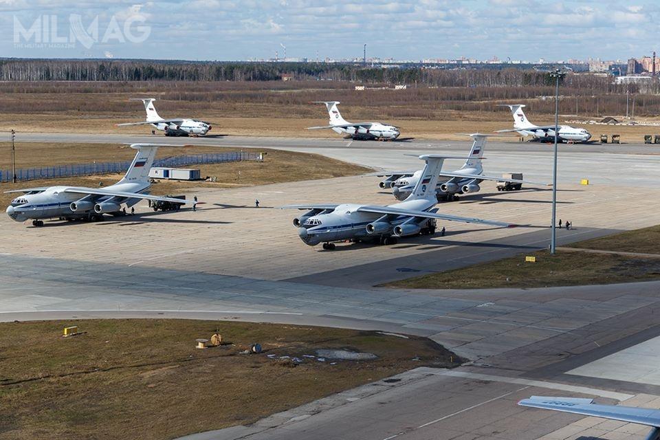Do włoskiej bazy lotniczej Mario de Bernardi przyleciało najpierw sześć, apotem kolejne trzy samoloty transportowe Ił-76MD, atakże pojedynczy pasażerski Tu-134A. Wszystkie noszą barwy rosyjskich Sił Powietrzno-Kosmicznych (WKS)