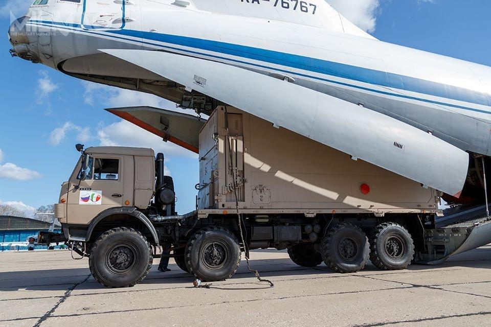 Wśród pakietu pomocy znalazło się 20 samochodów ciężarowych KamAZ zkabinami doprowadzenia dezynfekcji aerozolowej / Zdjęcia: Ministerstwo Obrony Federacji Rosyjskiej
