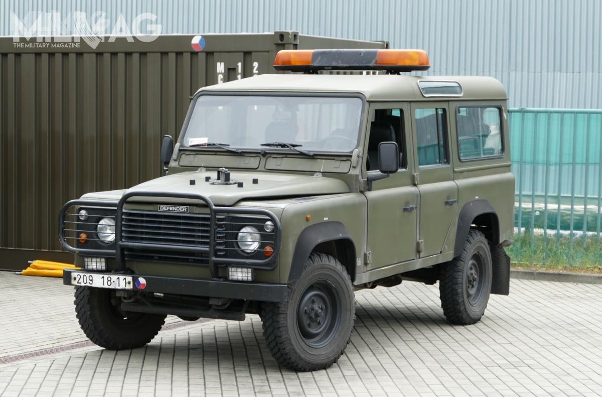 Czesi zamówili pierwsze brytyjskie Land Rovery 110 dla sił zbrojnych w1995. Niestety, nieudało im się całkowicie zastąpić wprowadzonych wlatach siedemdziesiątych radzieckich UAZ-ów. Obecnie same Land Rovery 110 są już mocno wyeksploatowane poponad dwóch dekadach służby / Zdjęcie: Remigiusz Wilk
