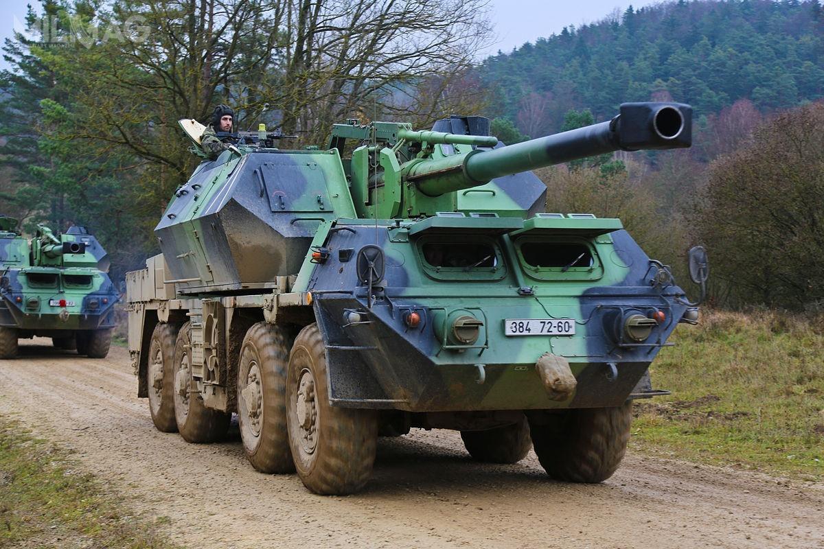29-tonowa armatohaubica SkKH vz. 77 Dana napodwoziu kołowym 8x8 została skonstruowana przezprzedsiębiorstwo Konstrukta Trencin wpołowie lat 1970. Działa tego typu zostały dostarczone wdużej liczbie doPolski, ZSRR iLibii, aodrozpadu Czechosłowacji są też używane też przezCzechy iSłowację / Zdjęcie: JMTC PAO Grafenwoehr