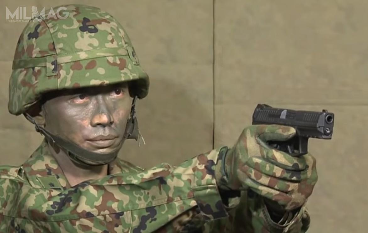 Japonia jest pierwszym państwem, któregosiły zbrojne przyjęły pistolet SFP9 douzbrojenia. Wcześniej broń wdużej liczbie była kupowana przezformacje policyjne Niemiec, Luksemburga, Szwajcarii iUSA. / Zdjęcia: Japońskie Siły Samoobrony, Internet