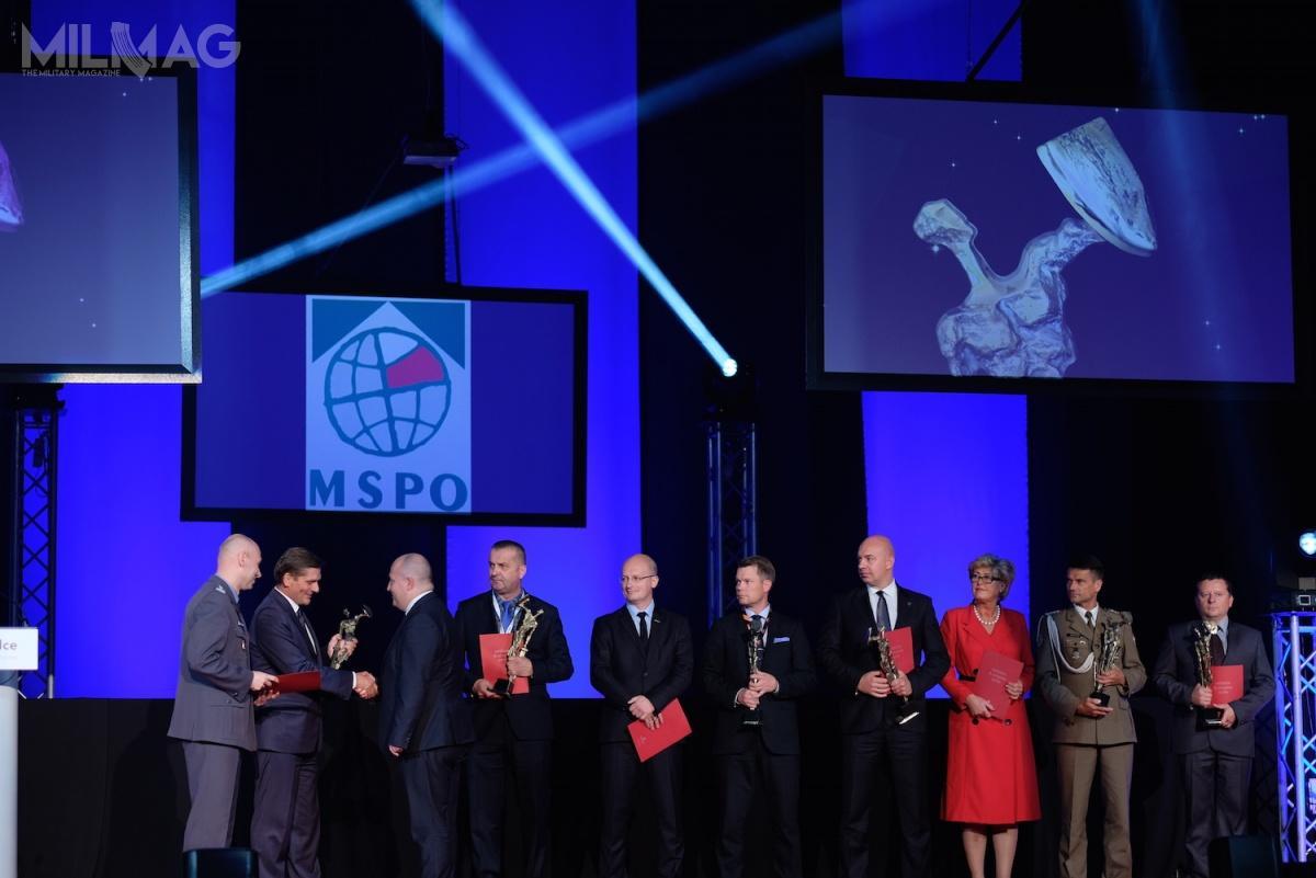 Ceremonia rozdania nagród Defender tradycyjnie kończy kolejne edycje Międzynarodowego Salonu Przemysłu Obronnego. /Zdjęcie: Targi Kielce