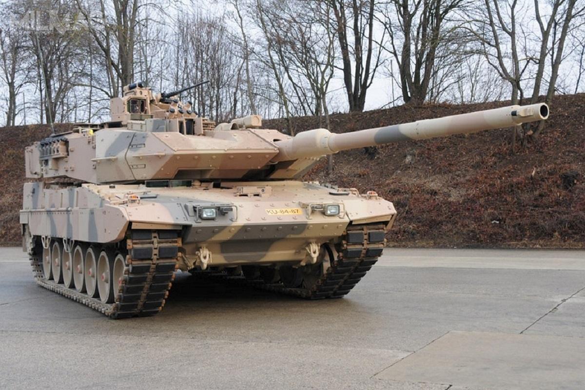 Od września 2017 Rheinmetall realizuje kontrakt dla BAAINBw, któryzakłada modernizację iujednolicenie czołgowego parku maszynowego wojsk lądowych dostandardu Leopard 2A7V. Zgodnie zplanami zkwietnia 2015, liczba pojazdów wjednostkach zostanie zwiększona z225 do320, dzięki odkupieniu 95 pojazdów zzapasów Krauss-Maffei Wegmann. /Zdjęcie: KMW