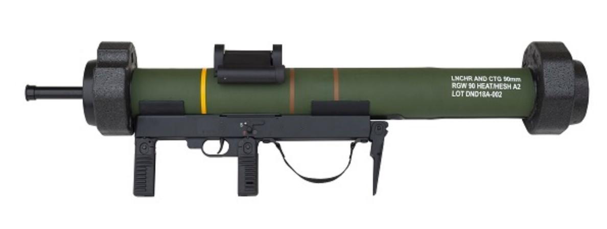 Na targach IDEX przedsiębiorstwo Dynamit Nobel Defence pokazało zmodyfikowaną odmianę jednorazowego granatnika przeciwpancernego RGW 90 HEAT/HEST A2. Masa została zmniejszona z8,7-8,9 do8,0 kg aprzebijalność zwiększona z500 do550 mm RHA