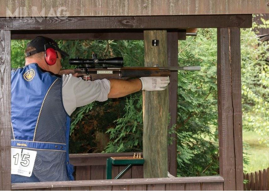 Zawodnicy konkurowali wklasycznym sześcioboju myśliwskim, strzelając zarówno docelów ruchomych jak idotarcz.
