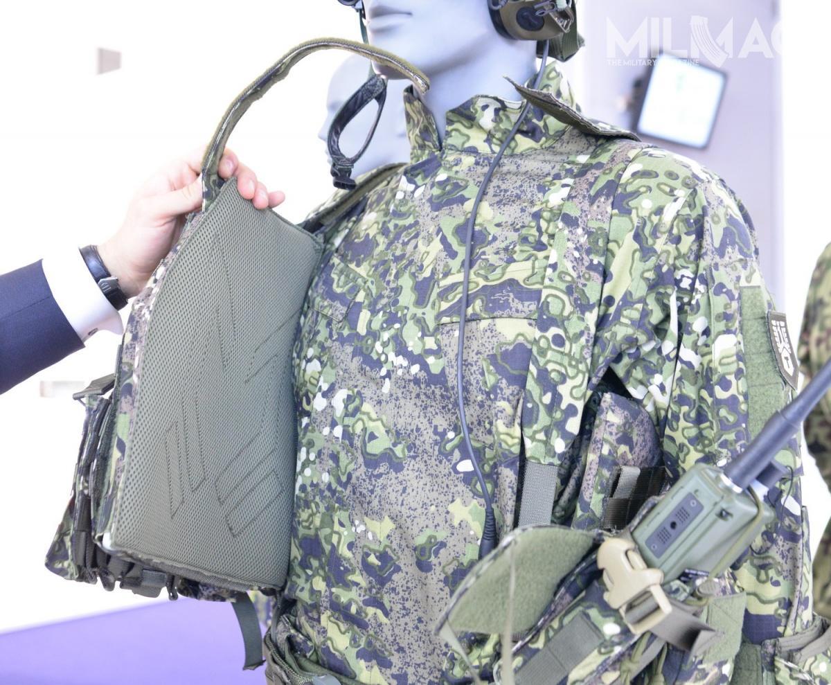 System szybkiego wypinania kamizelki umożliwia łatwe opatrzenie rannego żołnierza