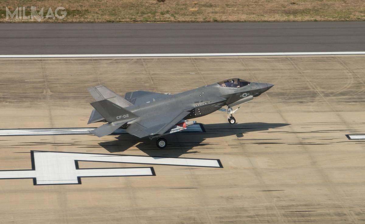 """F-35C """"CF-2"""" wykonał ostatni lot testowy uzbrojony wdwie bomby GBU-31 orazdwa pociski rakietowe AIM-9X"""