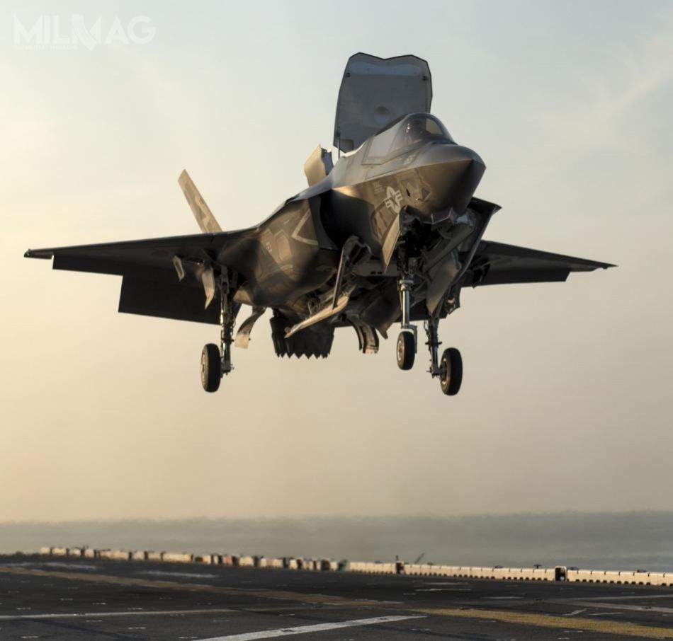 Wariant krótkiego startu ipionowego lądowania myśliwca F-35 Lightning II został jak dotąd zamówiony tylkoprzezUSA, Wielką Brytanię iWłochy. W2015 zakup anulowała Australia, natomiast od2018 zainteresowana nimi jest Turcja, choć wzwiązku znałożonym przezwładze amerykańskie embargiem, ewentualny eksport stoi podznakiem zapytania. /Zdjęcia: US Navy