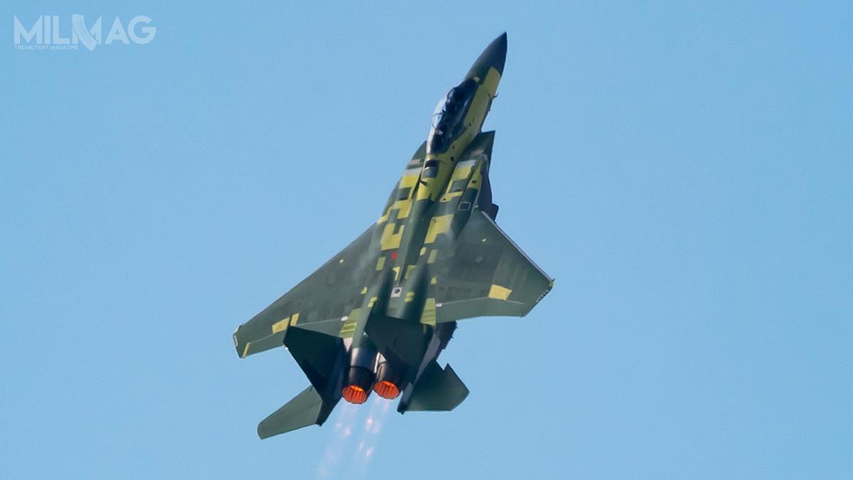Samolot onrseryjnym AF 20-0001 wzbił się wpowietrze zpasa startowego 30L ogodz.13.53 czasu wschodniego, ajego znakiem wywoławczym było BREM 62 / Zdjęcie: Eric Shindelbower, Boeing