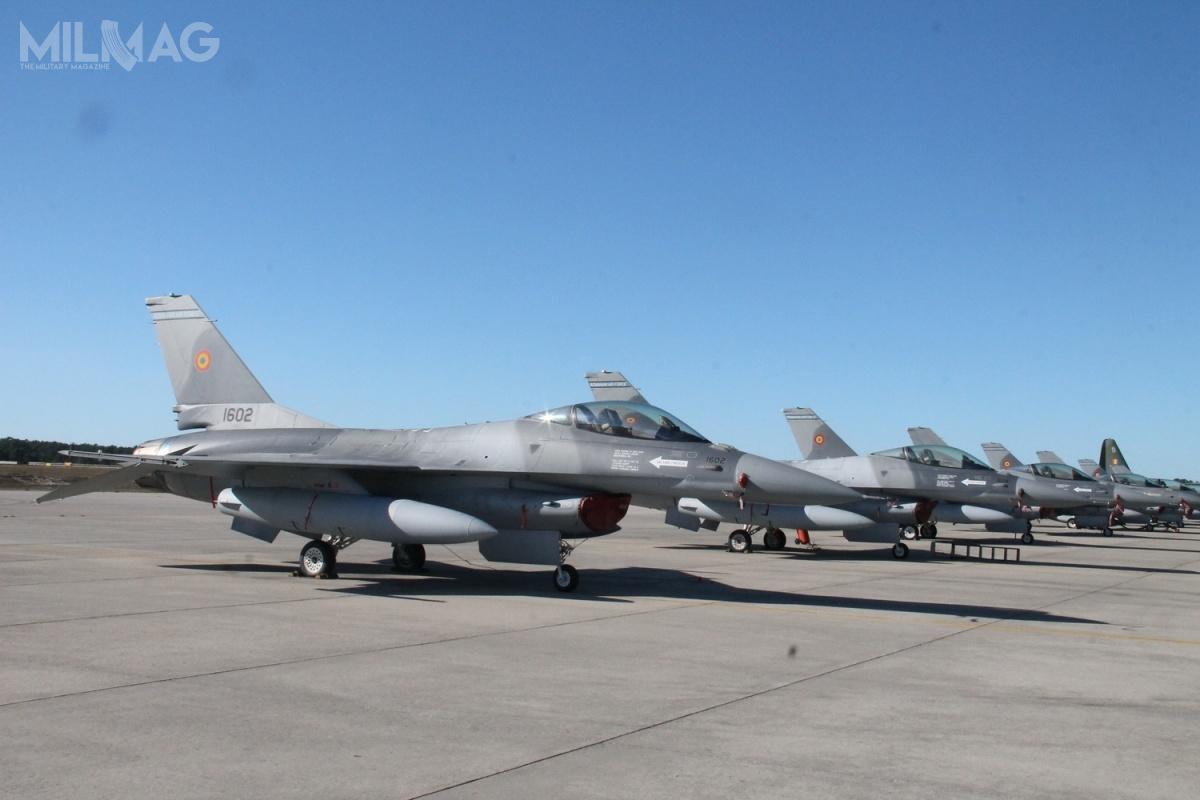 W wyniku anonsowanej wewtorek umowy wojska lotnicze Rumunii powinny dysponować napoczątku 2021 flotę 17 wielozadaniowych samolotów bojowych F-16AM/BM Block 15 MLU. Ogólne zapotrzebowanie sił zbrojnych tego kraju określa się na48 samolotyów tego typu. Rumuński F-16 mają zastąpić 26 myśliwców MiG-21 LanceR z861. Eskadry z86. bazy lotniczej Feteşti i711. Eskadry z71. bazy lotniczej General Emanoil Ionescu zCâmpia Turzii / Zdjęcie: Ministerstwo Obrony Rumunii