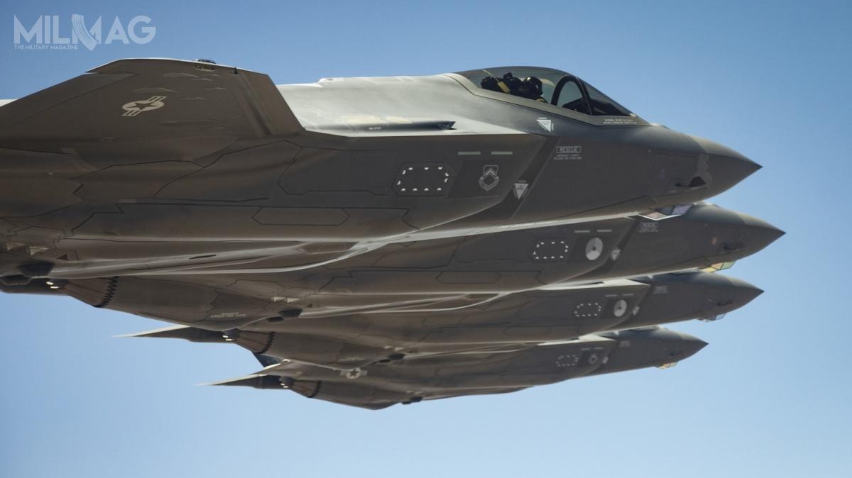 Dzięki systemom zabezpieczonej łączności, samolot wielozadaniowy F-35 pełnił rolę wysuniętego czujnika  systemu IBCS, któryspina wcałość różne typy obrony powietrznej / Zdjęcie: USAF