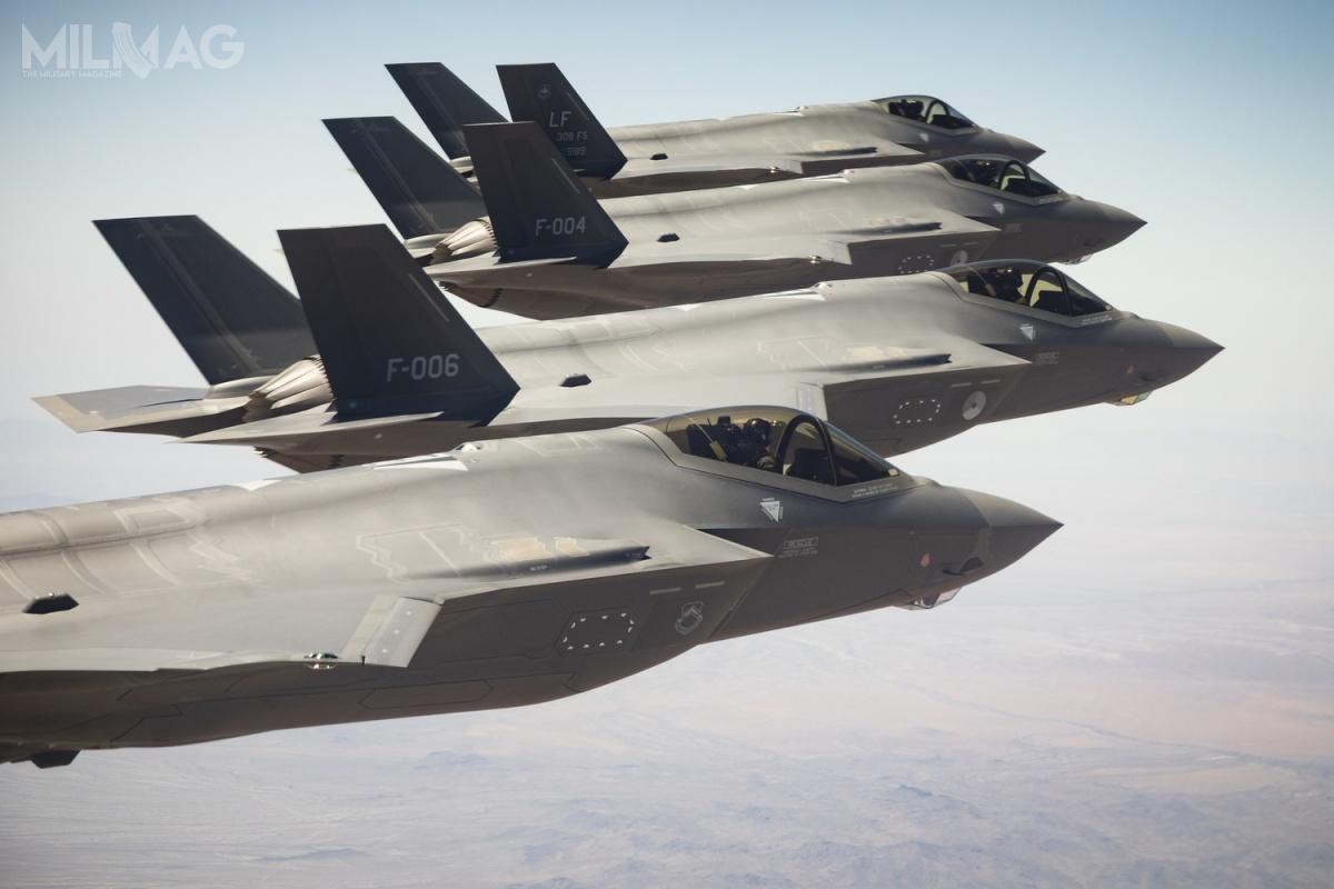 Polska złożyła formalne zapytanie dotyczące zakupu 32 samolotów F-35A wraz zpakietem logistycznym iszkoleniowym. Zgodnie zwcześniejszymi informacjami Wydziału Pozyskiwania Sprzętu wDepartamencie Polityki Zbrojeniowej MON, 16 znich ma zostać zakupionych do2026, natomiast pozostałe do2035 / Zdjęcie: Lockheed Martin