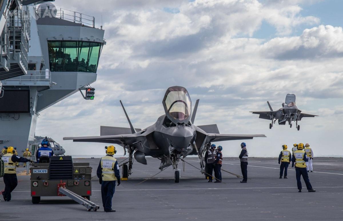 Wnioski zmisji Westland 19 pozwolą nawypracowanie modus operandi lotniskowcowej grupy bojowej Royal Navy. Próby są realizowane przy  wsparciu jednostek US Navy iUSMC / Zdjęcia: Ministerstwo Obrony Wielkiej Brytanii