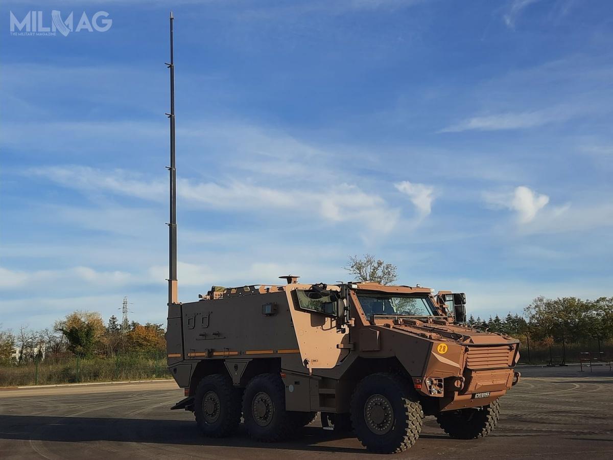 Griffon EPC tomobilne stanowisko dowodzenia polem walki szczebla pułku lub brygady, wyposażone wsystemy dowodzenia iłączności orazzdalnie sterowany moduł uzbrojenia dosamoobrony nastropie przedziału roboczego / Zdjęcie: Arquus