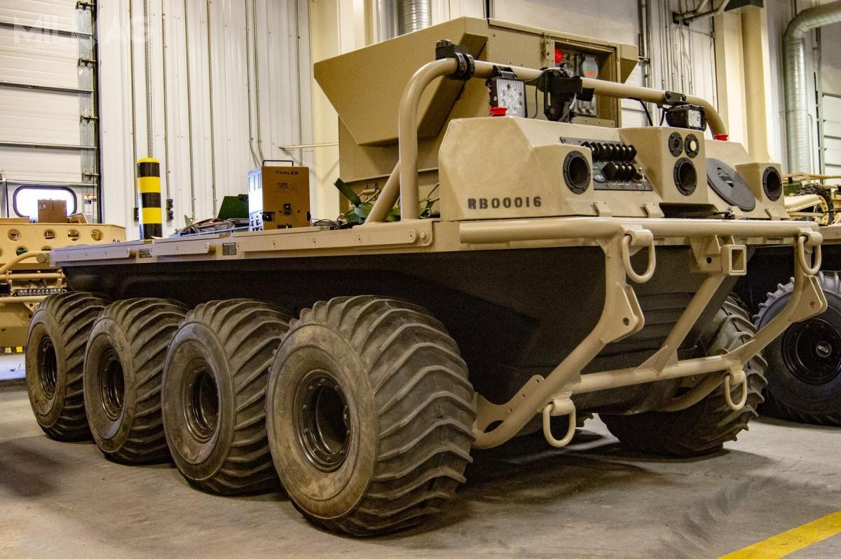Pojazd transportowy General Dynamics Land Systems Multi-Utility Tactical Transport (MUTT) 8x8 rozwijany wprogramie Squad Multipurpose Equipment Transport (SMET) podczas testów w1. Brygadowym Zespole Bojowym (BCT) 10. Dywizji Górskiej / Zdjęcie: James Avery/US Army