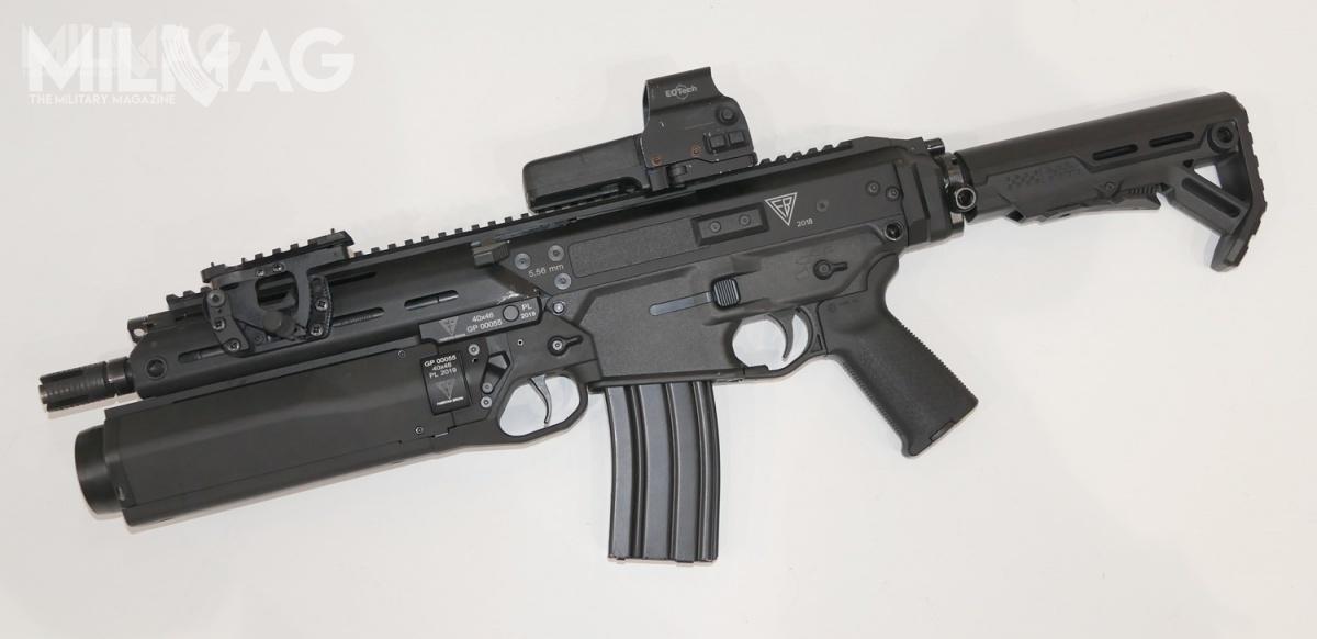 Prace nad40-mm jednostrzałowym granatnikiem podwieszanym GP dorodziny karabinków MSBS-5,56 rozpoczęto w2010. Docelowy granatnik znacząco różni się odpierwszych rysunków imodeli / Zdjęcie: Remigiusz Wilk