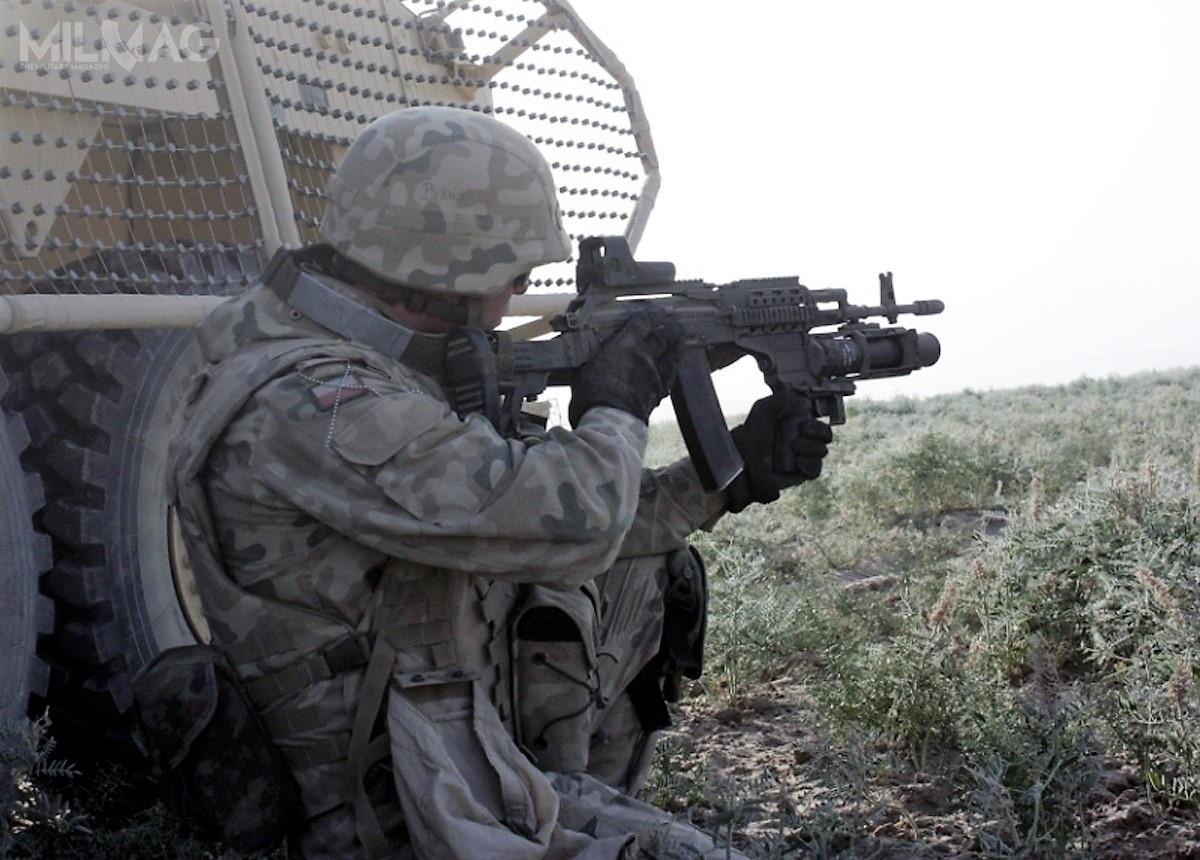 Granatniki systemu SBAO-40 tobroń sprawdzona, także wwarunkach bojowych podczas konfliktu wAfganistanie. Nazdjęciu podwieszany GPBO-40 dołączony dokarabinka wz. 96C Beryl / Zdjęcie: Wojsko Polskie
