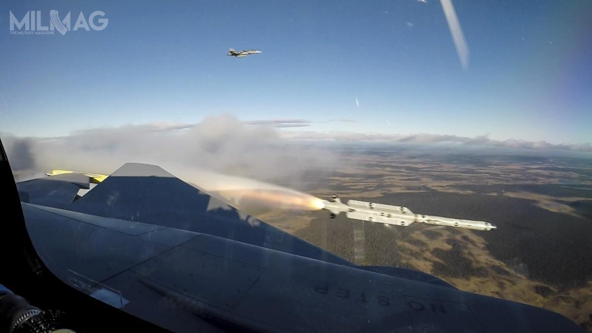 Pocisk rakietowy IRIS-T (Infra Red Imaging System Tail/Thrust Vector-Controlled) owektorowanym ciągu, został opracowany wNiemczech, jako następca AIM-9 Sidewinder starszych generacji. /Zdjęcia: Saab Defence and Security