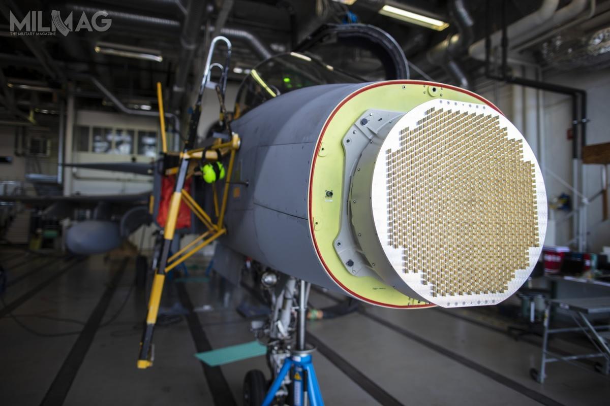 Antena nowego radaru Gripena C/D składa się zokoło tysiąca modułów nadawczo-odbiorczych TRM, zbudowanych woparciu otechnologię azotku galu / Zdjęcie: Saab Defence and Security