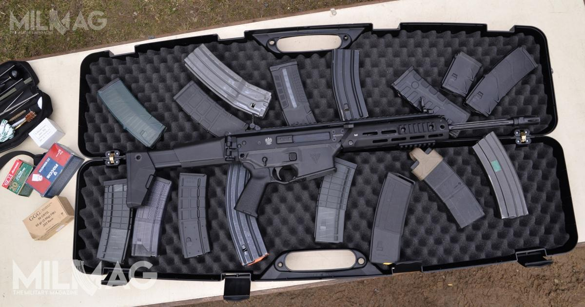 Grot S16 FB-M1 is compatible with all AR-15 pattern magazines, except for one specifically mentioned in the manual - the Magpul PMAG 30 AR/M4 GEN 3. The problem lies in the overinsertion-preventing lug, present on the magazine body. /Photos: Paweł Ściborek