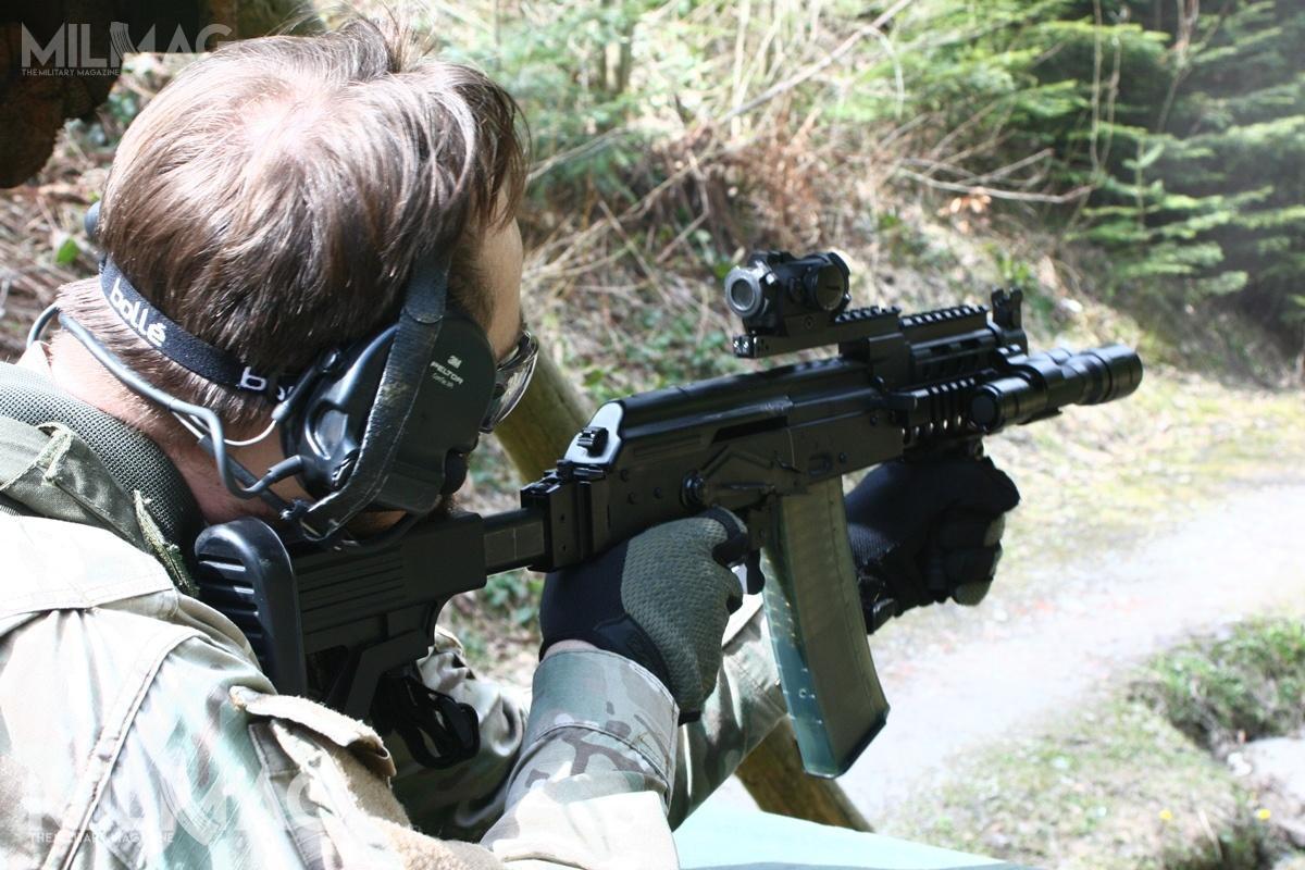Wcześniej podstawową bronią wsparcia wStraży Granicznej były karabinki AKMS, aod2016 dostarczane przezFabrykę Broni karabinki wz. 96C Beryl isubkarabinki wz. 96C Mini Beryl / Zdjęcia: Archiwum MILMAG