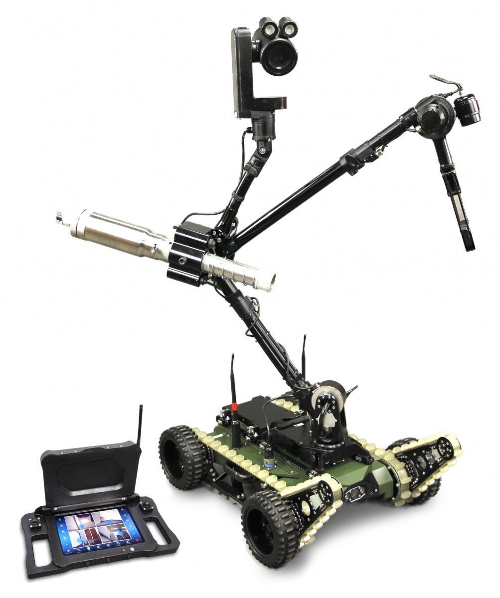 Rumuńskie wojska lotnicze kupiły roboty PIAP GRYF. Przemysłowy Instytut Automatyki iPomiarów opracował donich nowy lekki panel sterujący zwyświetlaczem full HD iulepszonymi manipulatorami sterującymi /Zdjęcia: PIAP, Grupa Nurków Minerów
