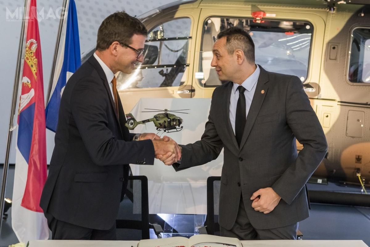 Dyrektor generalny Airbus Helicopters Germany Wolfgang Schoder iminister obrony Serbii Aleksander Vucic pozytywnie oceniają współpracę ipostęp programu nowych śmigłowców dla sił zbrojnych iresortu spraw wewnętrznych Serbii. /Zdjęcia: Airbus Helicopters