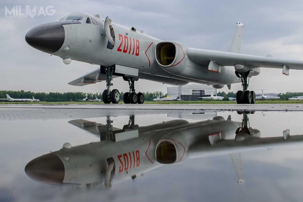 H-6N jest najnowszym wariantem rodziny chińskich bombowców H-6, wywodzących się zsowieckich Tu-16. Wariant ten powstał doprzenoszenia ponadgabarytowych ładunków podkadłubem (zktóregousunięto komorę bombową), nietylkodużych pocisków rakietowych, takich jak balistyczne, ale– jak wskazują najnowsze doniesienia – także  systemów bezzałogowych / Zdjęcie: MO FR
